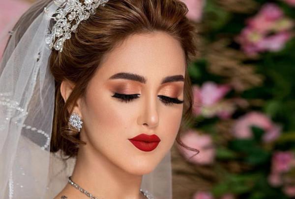 إليكِ أهم الخطوات لتطبيق مكياج جذاب لعروس 2021