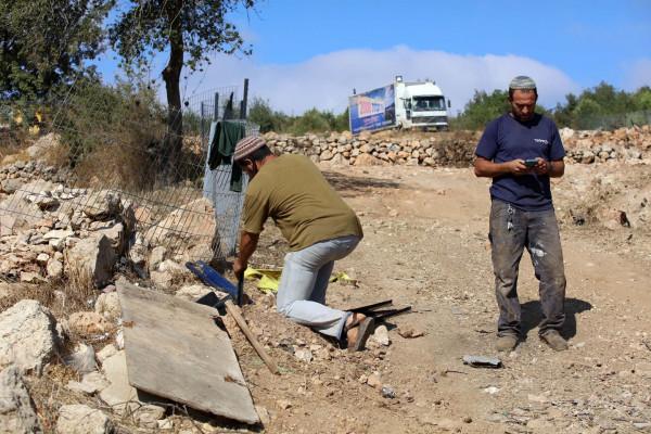 نابلس: مستوطنون يقومون بأعمال توسعة وتجريف في بيت دجن