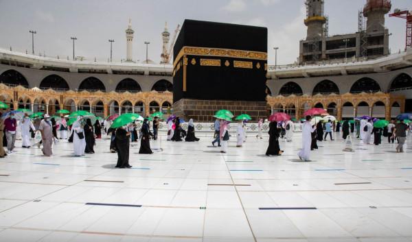 شاهد: الحجاج يتوافدون إلى المسجد الحرام لأداء طواف الوداع