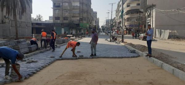 صور.. بلدية غزة تشرع بإجراء صيانة مؤقتة للشوارع المتضررة من العدوان