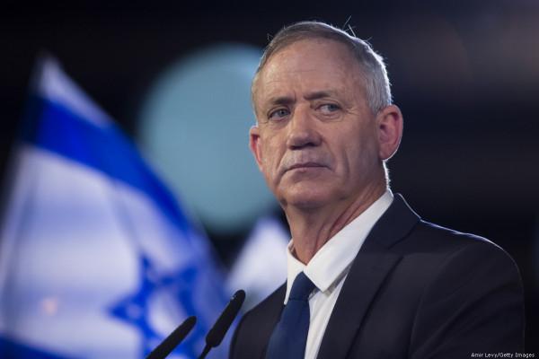 غانتس: إسرائيل بحثت مع أمريكيا سبل تقوية السلطة