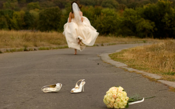 تعرفي على الفنانات اللواتي هربن من حفل زفافهن