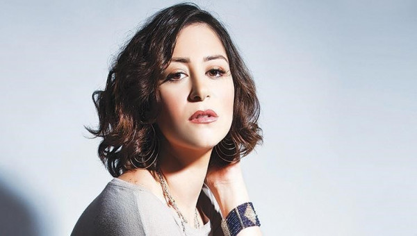 شاهد: منة شلبي تخطف الأنظار بتغيير سنَّها في يوم ميلادها