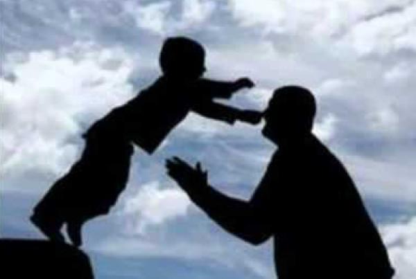 شاهد: بعد البحث والتنقل.. أب يعثر على ابنه المختطف قبل 24 عام
