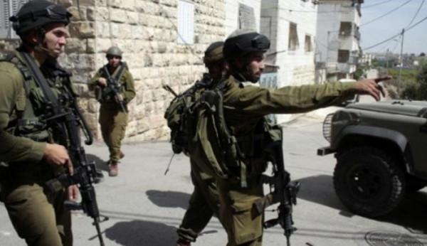 قوات الاحتلال تعتقل شابًا من قصرة قرب بيت لحم