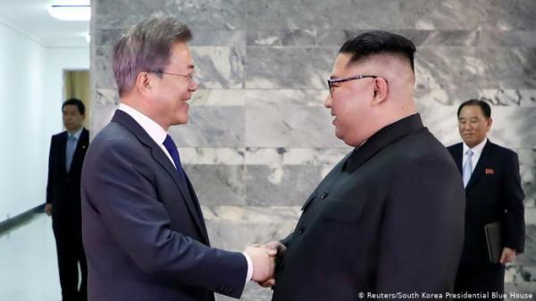 في إعلان مفاجئ.. زعيما الكوريتين يتفقان على إعادة كل قنوات الاتصال واستعادة الثقة