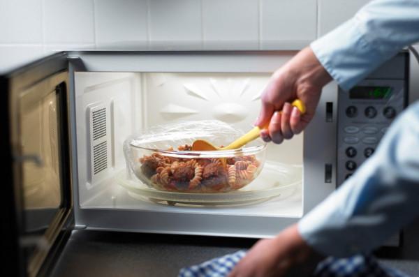 لذا السبب.. احذر من إعادة تسخين الطعام المطبوخ مسبقا