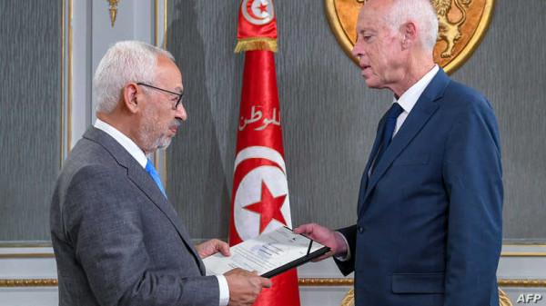 """حزب """"النهضة"""" يعلن تعليق الاحتجاجات أمام البرلمان التونسي"""