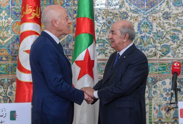 الرئيس التونسي يتسلم رسالة من نظيره الجزائري