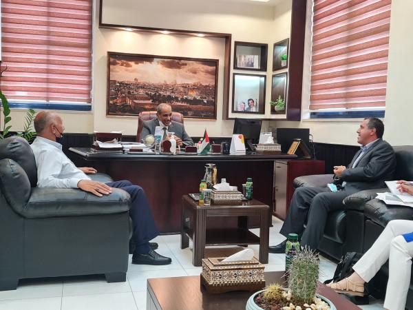 وزير الأشغال يطلع على عمل خدمات الإغاثة الكاثوليكية في مجال الإعمار