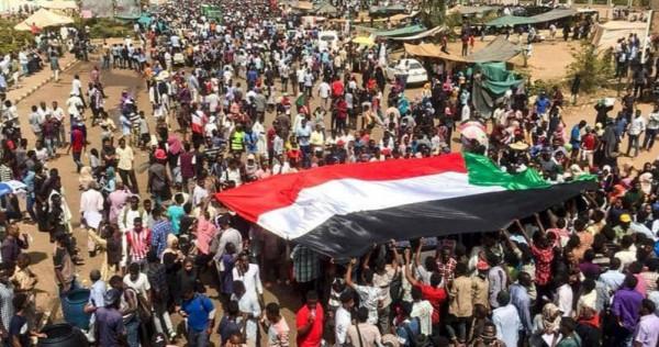 محلل سياسي: مستقبل السودانيين بأيديهم ونرفض الحرب على الإعلام