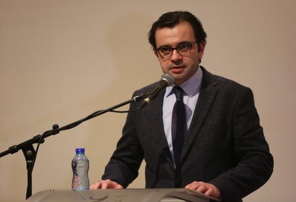 إقالة إيهاب بسيسو من رئاسة المكتبة الوطنية لإدانته مقتل نزار بنات