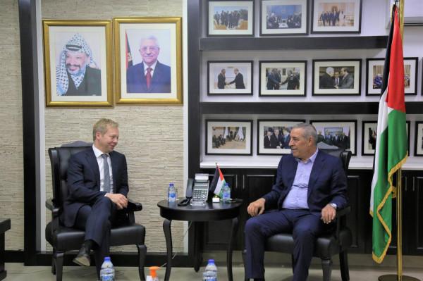 الشيخ يلتقي المبعوث الأوروبي لعملية السلام في الشرق الأوسط