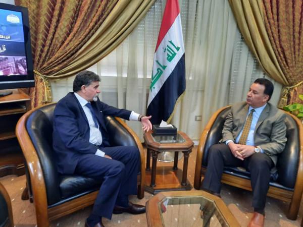 السفير عبد الهادي يطلع سفير العراق على أخر المستجدات في الأراضي الفلسطينية
