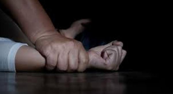 تحت تهديد السلاح.. شاب يتعرض لاغتصاب جماعي.. وهذا ما حصل