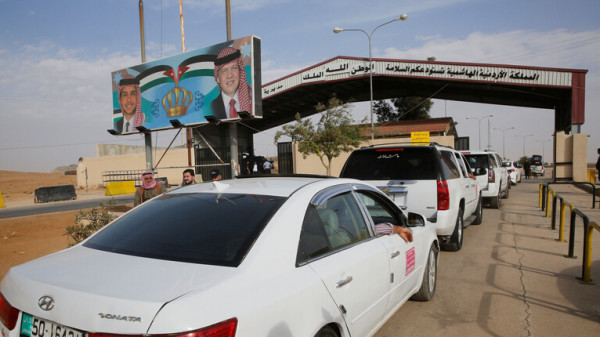 الأردن يغلق معبر حدودي مع سوريا