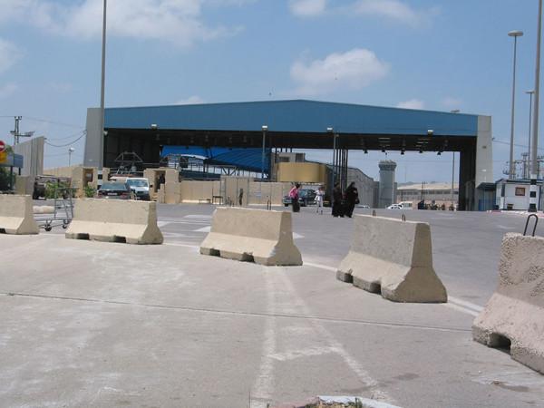 الاحتلال يسمح بدخول 50 تاجراً من غزة للمرة الأولى منذ العدوان الأخير