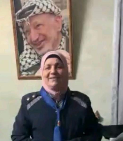 الرائدة الفلسطينية مها سلامة تحصل على المركز الثاني في مسابقة المنديل الكشفي