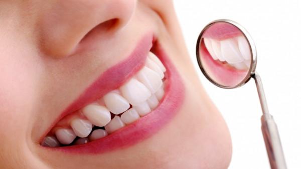 هل ينتقل تسوس الأسنان من شخص لآخر؟.. الحقيقة صادمة