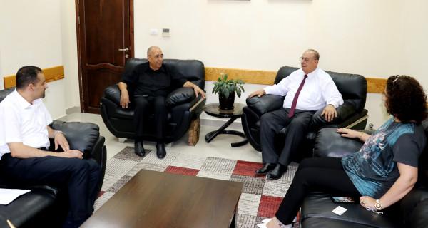 أبو مويس يبحث مع سفير فلسطين بماليزيا تعزيز التعاون بين البلدين في مجال التعليم