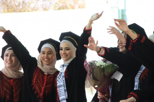 جامعة القدس تحتفل بتخريج طلبة كليتي الصحة العامة والمهن الصحية