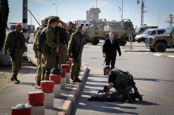 إصابة إسرائيلي بجروح خطيرة في عملية طعن بمنطقة (بتاح تكفا) بتل أبيب