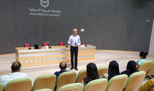 يوم دراسي لطلبة الدراسات العليا بالجامعة العربية الأمريكية حول القيادة بمجال الأعمال