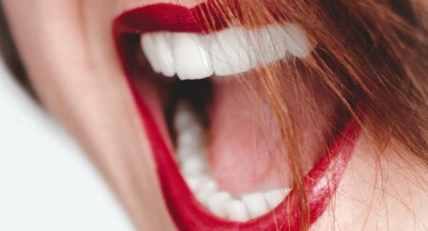 """شاهد: سيدة أمريكية تفوز رسميا بلقب """"أكبر فم"""" في العالم"""