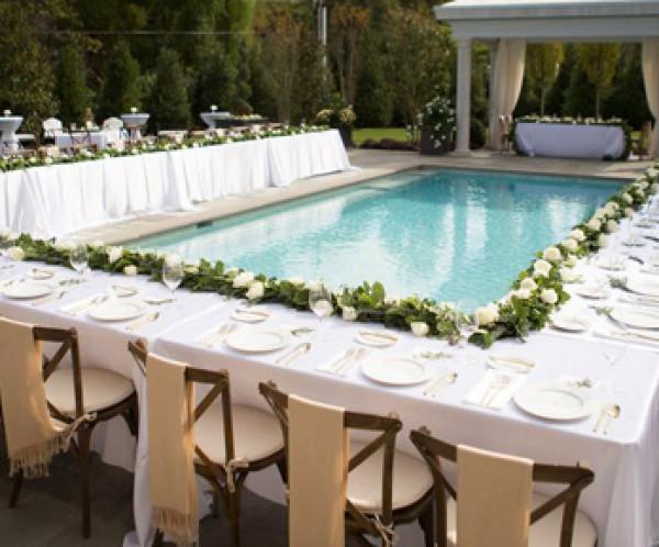 إليكِ أهم الأفكار لديكورات حفل الزفاف على حمّام السباحة