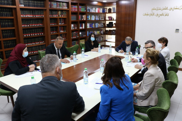 نقيب المحامين يلتقي برئيسة بعثة الشرطة الأوروبية لدى فلسطين