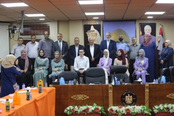 المحافظ أبو بكر يكرم أوائل طلبة الثانوية العامة على مستوى الوطن من أبناء المحافظة