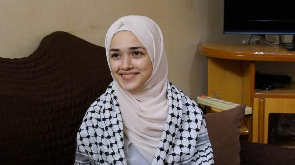 شاهد: أجواء فرحة الطالبة المتفوقة بالثانوية العامة هداية أبو حصيرة
