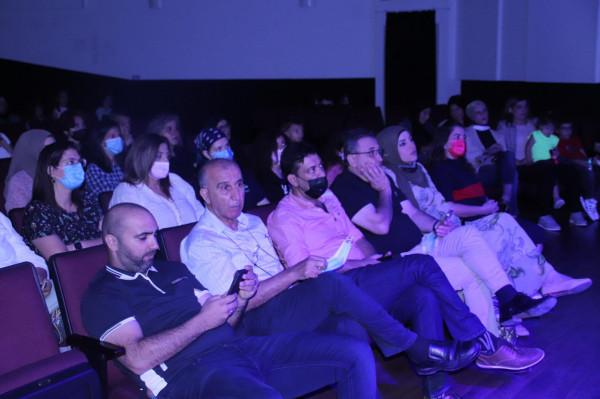 """المركز الجماهيري الطيبة وبلدية الطيبة ينظمان عرضاً لمسرحية """"أصوات"""""""