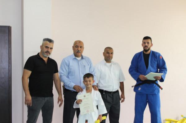 صالة بلدية الخليل الرياضية تُخرّج 45 شبلاً في لعبة الجودو