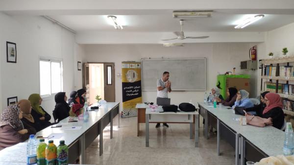ورشة تدريبية في مخيم الفوار حول إدارة المتاجر الرقمية
