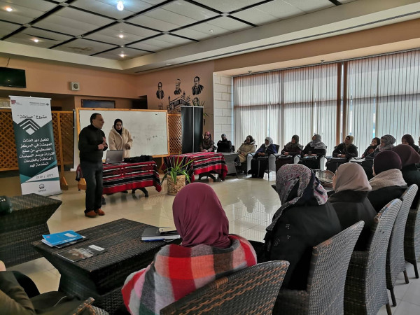 المركز الفلسطيني يطلق مشروع الحاضنات المدرسية