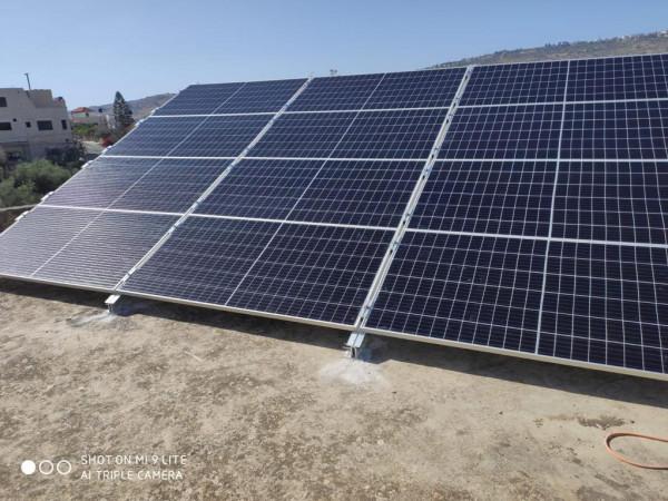 """""""قُدرة"""" تتكفّل بتركيب أنظمة طاقة شمسية لمساعدة مرضى وعائلات عفيفة من طولكرم وطوباس"""