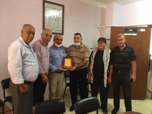 جبهة النضال الشعبي تلتقي مدير التنمية الاجتماعية بطولكرم