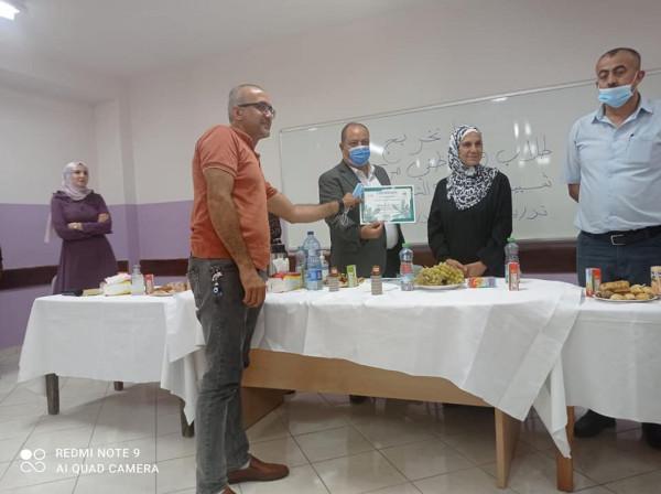 مركز التأهيل الاجتماعي في حلحول يحتفل بتخريج طلاب دورة القيادة الشبابية والمهارات الحياتية