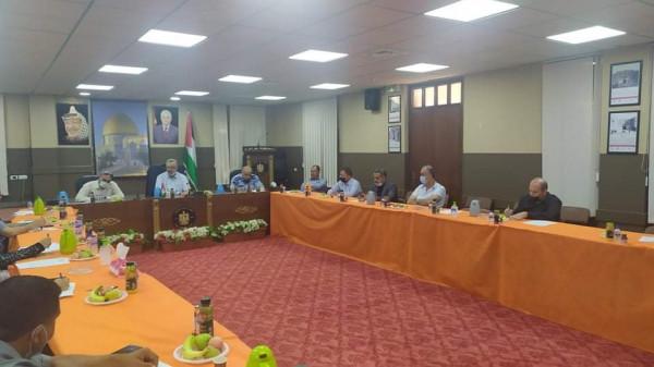 أبو بكر يجتمع مع لجنة الطوارئ للحد من تفشي فيروس (كورونا)