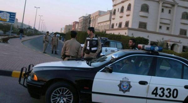 """كويتي في """"حالة غير طبيعية"""" تهجم على أسرته وطعن أحد رجال الأمن"""