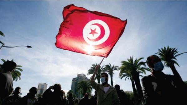 تونس: تشكيل أكبر سلسلة بشرية احتجاجاً على التلوث البحري