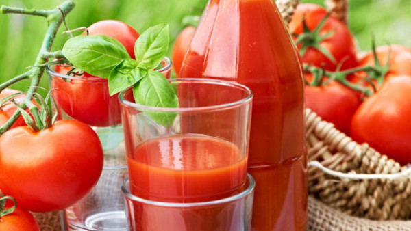 اليكِ طريقة تحضير عصير الطماطم والجزر