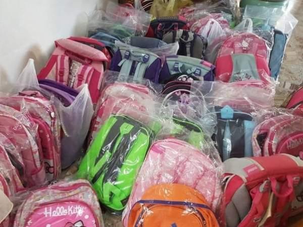 تنمية القدس والبنك العربي يوزعان 200 حقيبة مدرسية شاملة للقرطاسية