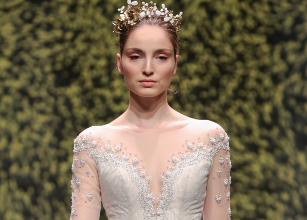 للعروس.. إليكِ أرقى فساتين الزفاف الفضية موضة 2022