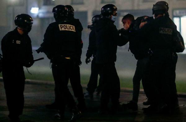 لسبب غريب.. إيطالي يضرب شرطيا كي يدخل السجن بدل الإقامة الجبرية