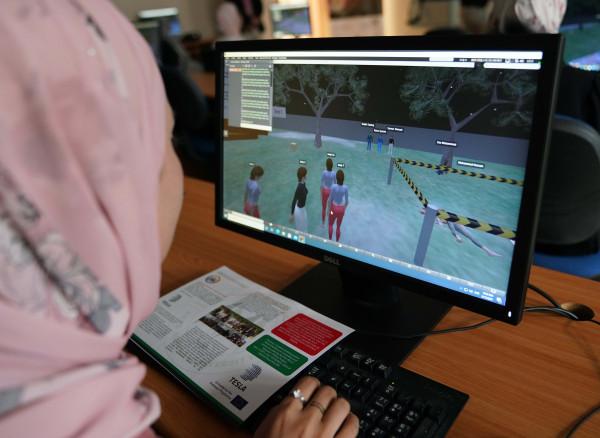 """""""العربية الأمريكية"""" تحتفل بافتتاح مختبر الواقع الافتراضي ضمن مشروع تسلا"""