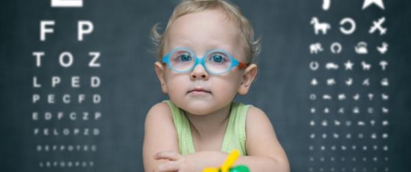 تعرفي على أسباب إصابة الطفل بقصر النظر وكيفية حمايته