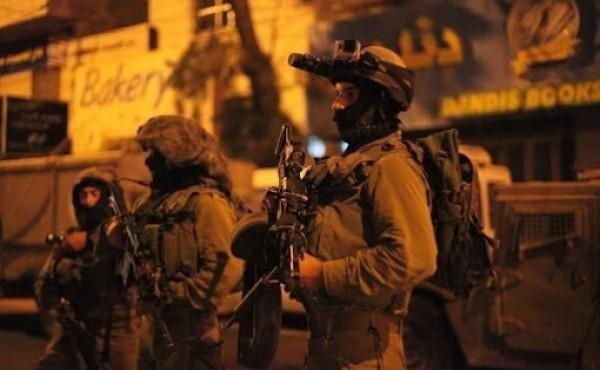 الاحتلال يعتقل طفلاً من بيت أمر شمال الخليل