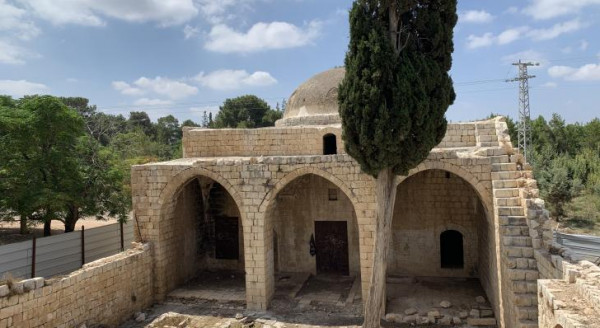 الاحتلال يخرّب محتويات مسجد قرية صرفند المهجرة